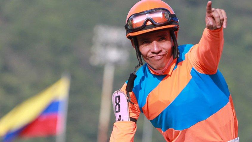 Emisael Jaramillo alcanza la victoria 300