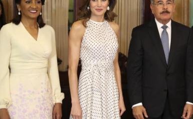 La reina Letizia se une a la moda de los lunares