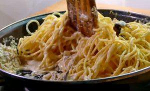 Deliciosa receta para hacer espaguetis ¡MUY CREMOSOS!